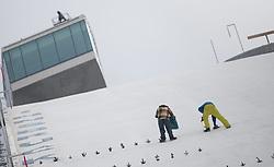 02.01.2015, Bergisel Schanze, Innsbruck, AUT, FIS Ski Sprung Weltcup, 63. Vierschanzentournee, Vorberichte, im Bild Vorbereitungen am Aufsprung// work on the ski jumping hill during preparation of 63rd Four Hills Tournament of FIS Ski Jumping World Cup at the Bergisel Hill in Innsbruck, Austria on 2015/01/02. EXPA Pictures © 2015, PhotoCredit EXPA/ Jakob Gruber