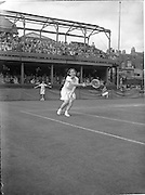 30/08/1952<br /> 08/30/1952<br /> 30 August 1952<br /> Tennis - Irish National Junior Championships at Fitzwilliam Tennis Club, Appian Way, Dublin. Miss Aileen Dowley, Mount Anville Convent Dublin, Irish Junior Girls Tennis Champion.