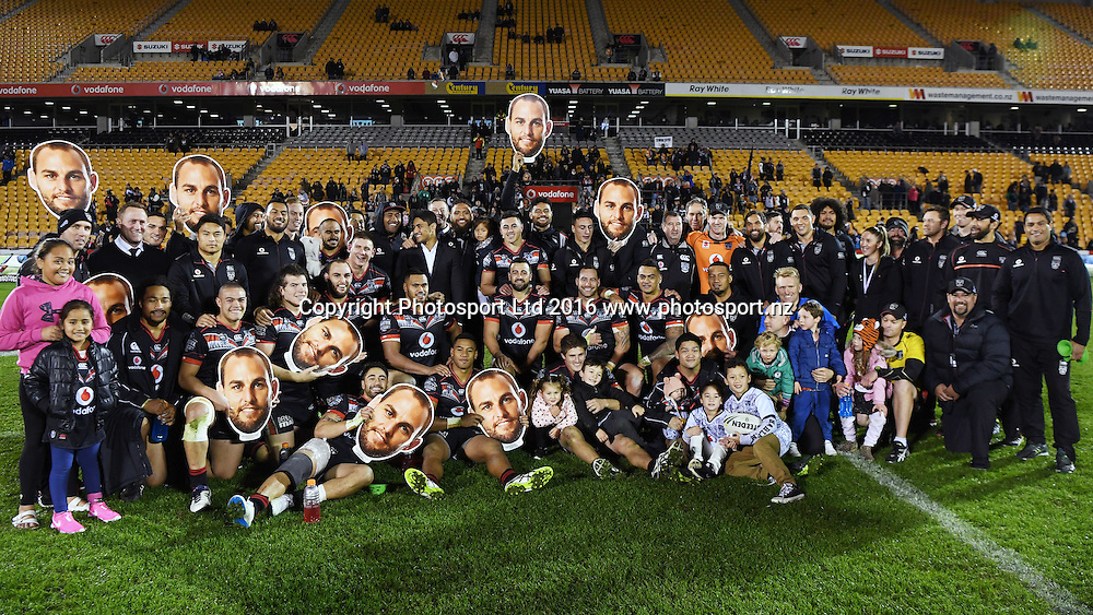 Simon Mannering with team mates and family after his 250th NRL Match. Vodafone Warriors v Gold Coast Titans. NRL Rugby League. Mt Smart Stadium, Auckland, New Zealand. Saturday 2 July 2016. © Copyright Photo: Andrew Cornaga / www.Photosport.nz