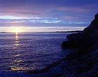 Sola går ned i havet utenfor Godøya på årets lengste dag i 2012.<br /> Foto: Svein Ove Ekornesvåg