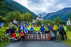 13-09-2017 SUI: BvdGF Tour du Mont Blanc day 5, Champex<br /> Deze etappe wordt volledig in Zwitserland verreden en bevat enkele mooie trails. We eindigen bergop waar er in Champex werd overnacht. Groepsfoto