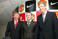 040901 Man Utd sign Wayne Rooney