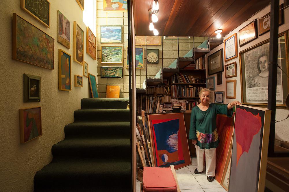 Ruth Hernandez, painter, at her house in Mexicali, Mexico...© Stefan Falke.http://www.stefanfalke.com/..