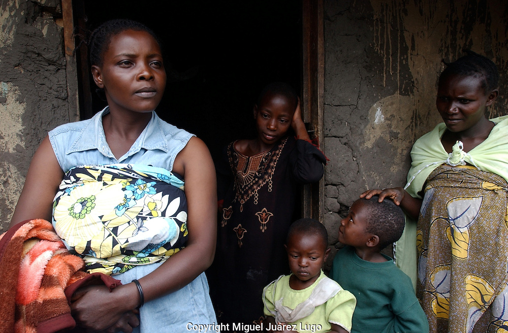 Kiwanya, D.R. Congo. Anastazi Mahano, left, said looters stole her belongings from her house that took more than five years to buy -including her favorite dress. &quot;it took me a long time to buy that dress,&quot; she said, &quot;it was my special clothing. I'm so brokenhearted&quot;.<br />