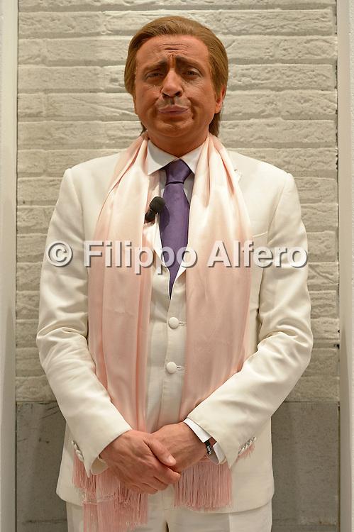 &copy; Filippo Alfero<br /> Salone Internazionale del Libro 2013<br /> Torino, 17/05/2013<br /> Nella foto: Dario Ballantini nei panni di Valentino