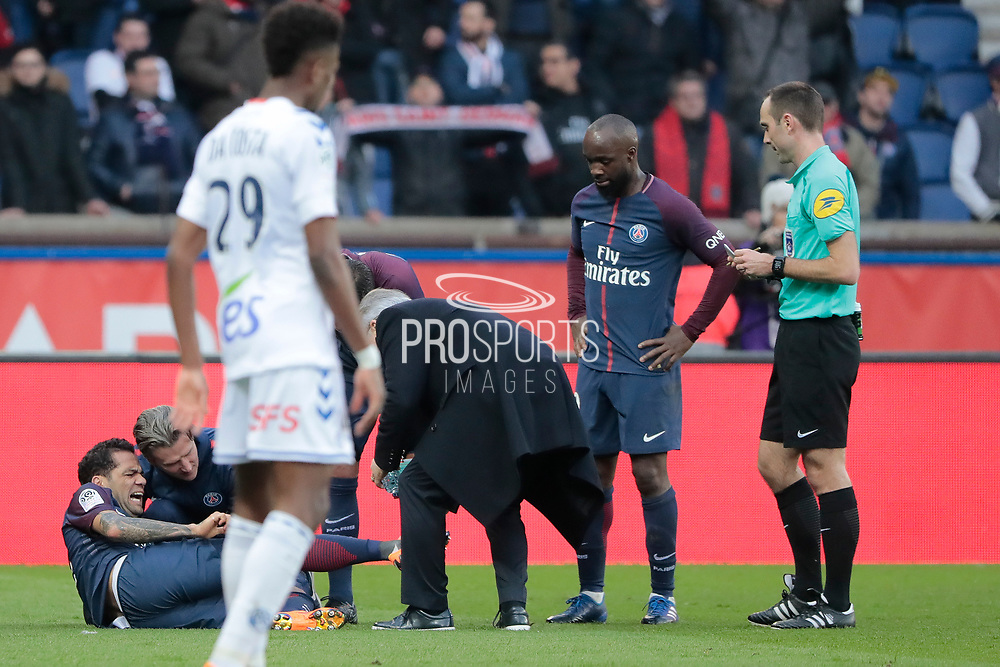Daniel Alves da Silva (PSG) new time on the floor for it right foot received care, DIARRALassana (psg) during the French Championship Ligue 1 football match between Paris Saint-Germain and RC Strasbourg on february 17, 2018 at Parc des Princes stadium in Paris, France - Photo Stephane Allaman / ProSportsImages / DPPI
