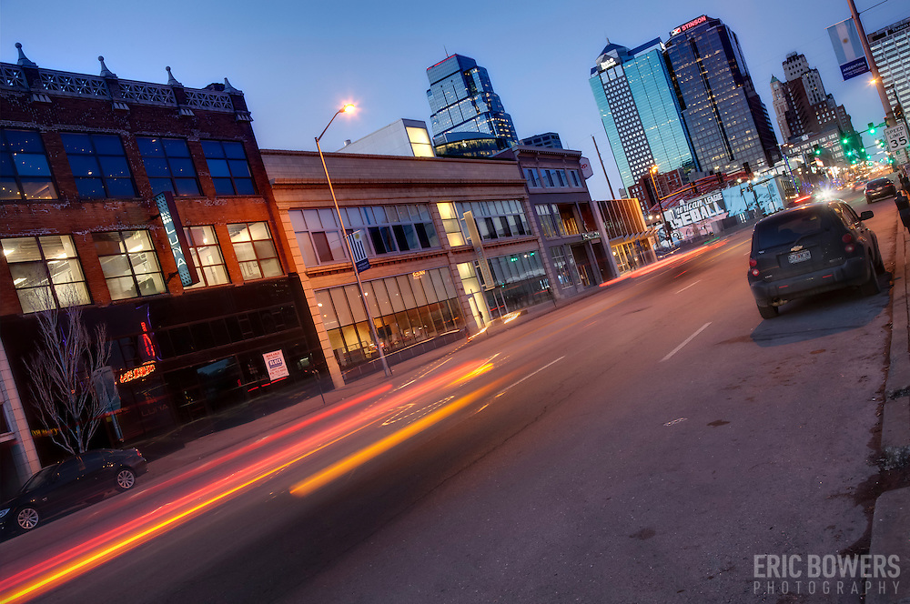 Traffic motion at dusk on Grand Avenue in downtown Kansas City, Missouri.