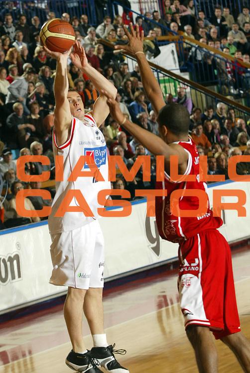 DESCRIZIONE : Reggio Emilia Lega A1 2005-06 Bipop Carire Reggio Emilia-Armani Jeans Olimpia Milano<br /> GIOCATORE : Blizzard<br /> SQUADRA : Bipop Carire Reggio Emilia<br /> EVENTO : Campionato Lega A1 2005-2006<br /> GARA : Bipop Carire Reggio Emilia Armani Jeans Milano<br /> DATA : 30/12/2005 <br /> CATEGORIA : <br /> SPORT : Pallacanestro <br /> AUTORE : Agenzia Ciamillo-Castoria/Fotostudio13