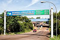 Portal próximo a aduana, na fronteira entre Brasil e Argentina. Dionísio Cerqueira, Santa Catarina, Brasil. / <br /> Portal next to the custom house, on the border between Brazil and Argentina. Dionísio Cerqueira, Santa Catarina, Brazil.