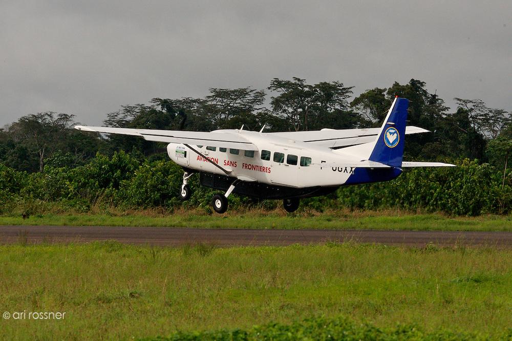 Cessna Caravan d'ASF France a? Mbandaka vers le décollage