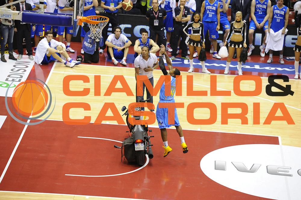 DESCRIZIONE : Milano Agos Ducato All Star Game 2011<br />GIOCATORE : Earl Jerrod Rowland<br />SQUADRA : All Star Team<br />EVENTO : All Star Game 2011<br />GARA : Italia All Star Team<br />DATA : 13/03/2011<br />CATEGORIA : schiacciata Slam Dunk Contest<br />SPORT : Pallacanestro<br />AUTORE : Agenzia Ciamillo-Castoria/GiulioCiamillo<br />Galleria : FIP Nazionali 2011<br />Fotonotizia :  Milano Agos Ducato All Star Game 2011<br />Predefinita :