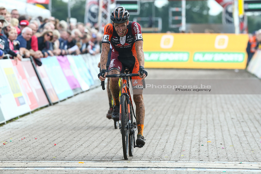 NETHERLANDS / NEDERLAND / PAYS BAS / GIETEN / CYCLING / WIELRENNEN / CYCLISME / CYCLOCROSS / VELDRIJDEN /  TELENET SUPERPRESTIGE VELDRIJDEN / MEN ELITE / AANKOMST / FINISH / JENS ADAMS (BEL - SAUZEN PAUWELS - VASTGOEDSERVICE) /  <br /> <br /> PUBLICATION IN BELGIAN NEWSPAPERS IS NOT ALLOWED