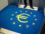 Nederland, Amsterdam, 18-9-2001Euroteken in de vloerbedekking van een lift van de Nederlandse Bank. Monetaire eenwording.Foto: Flip Franssen/Hollandse Hoogte
