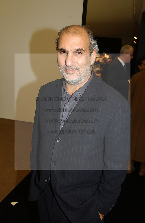 ALAN YENTOB at a private view of the 2004 Frieze Art Fair - a major exhibition attended by most of the leading contempoary art dealers held in Regents Park, London on 14th October 2004.NON EXCLUSIVE - WORLD RIGHTS