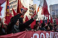"""Marcha estudiantil en Valparaíso, Chile """"El Cobre para la Educación"""" en la cual no solo participaron estudiantes si no muchas organizaciones, sindicatos y el pueblo en general. Mayo 2013."""