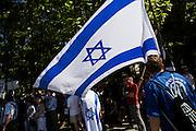 Frankfurt am Main | 17 July 2014<br /> <br /> Solidarit&auml;tsdemo f&uuml;r Israel, f&uuml;r Frieden und f&uuml;r das Ende der Angriffe der Hamas auf dem Opernplatz vor der Alten Oper in Frankfurt am Main, hier: Israel-Flagge. <br /> <br /> &copy; peter-juelich.com