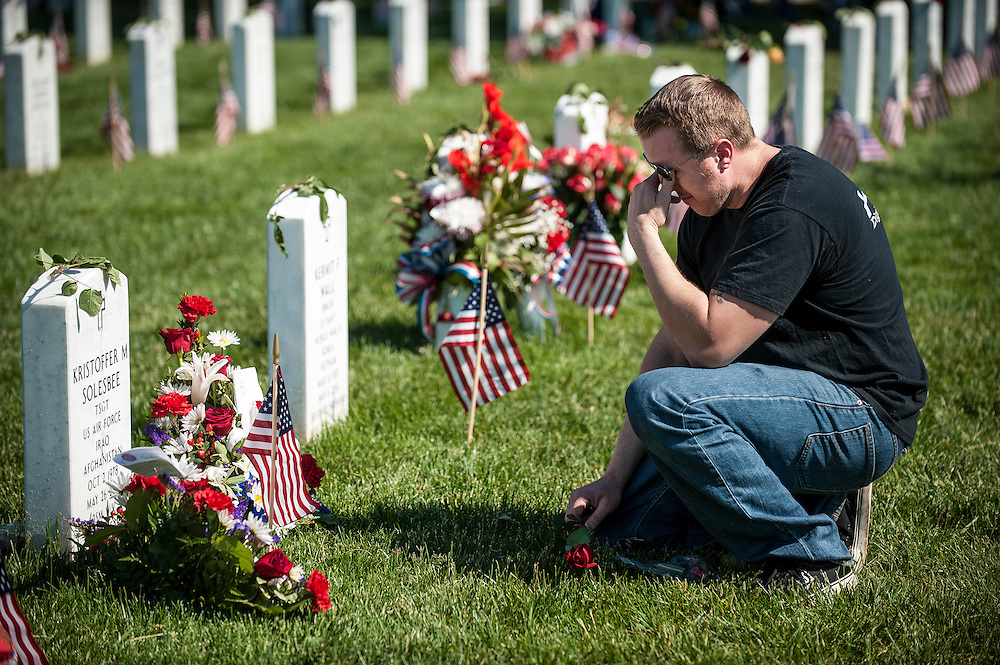 On Memorial Day, Air Force SSGT Robert Semple, 35, visits the grave of his comrade TSGT Kristoffer Solesbee at Arlington National Cemetery in Arlington, Virginia, USA, on 26 May 2014.