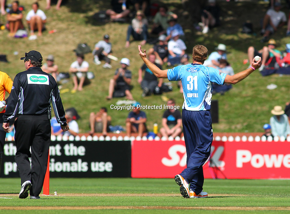 Martin Guptill unhappy with his fielders during their Twenty20 Cricket match - HRV Cup, Wellington Firebirds v Auckland Aces, 28 December 2011, Hawkins Basin Reserve, Wellington. . PHOTO: Grant Down / photosport.co.nz