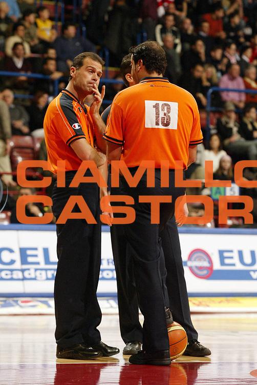 DESCRIZIONE : Milano Eurolega 2005-06 Armani Jeans Olimpia Milano Lietuvos Rytas<br /> GIOCATORE : Arbitri Referees Curiosita<br /> SQUADRA : <br /> EVENTO : Eurolega 2005-2006<br /> GARA : Armani Jeans Olimpia Milano Lietuvos Rytas<br /> DATA : 04/01/2006<br /> CATEGORIA : <br /> SPORT : Pallacanestro<br /> AUTORE : Agenzia Ciamillo-Castoria/G.Cottini<br /> Galleria : Eurolega 2005-2006<br /> Fotonotizia : Milano Eurolega 2005-2006 Armani Jeans Olimpia Milano Lietuvos Rytas<br /> Predefinita :