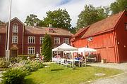 Den lokale menigheten driver kafeen i hagen til Weissenhuset ved Nidarosdomen i Trondheim under Olavsfestdagene. Serverer blant annet kaffe og nystekte vaffler.