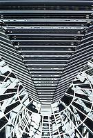 Berlin februar 2012.<br /> Speil og linjer i glasskuppelen p&aring; taket av den tyske Riksdagen.<br /> Foto: Svein Ove Ekornesv&aring;g