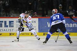 17.10.2014, Helios Arena, Schwenningen, GER, DEL, Schwenninger Wild Wings vs Krefeld Pinguine, 11. Runde, im Bild (l.) Andreas Driendl (Krefeld Pinguine) (r.) Derek Dinger (Schwenninger Wild Wings) // during Germans DEL Icehockey League 11th round match between Schwenninger Wild Wings and Krefeld Pinguine at the Helios Arena in Schwenningen, Germany on 2014/10/17. EXPA Pictures © 2014, PhotoCredit: EXPA/ Eibner-Pressefoto/ Laegler<br /> <br /> *****ATTENTION - OUT of GER*****