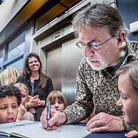Nederland, Abcoude, 13 maart 2016.<br /> Signeersessie met Jacques Vriens na de voorstelling de Kindertemmer in theater Piet Mondriaan.<br /> <br /> <br /> Foto: Jean-Pierre Jans