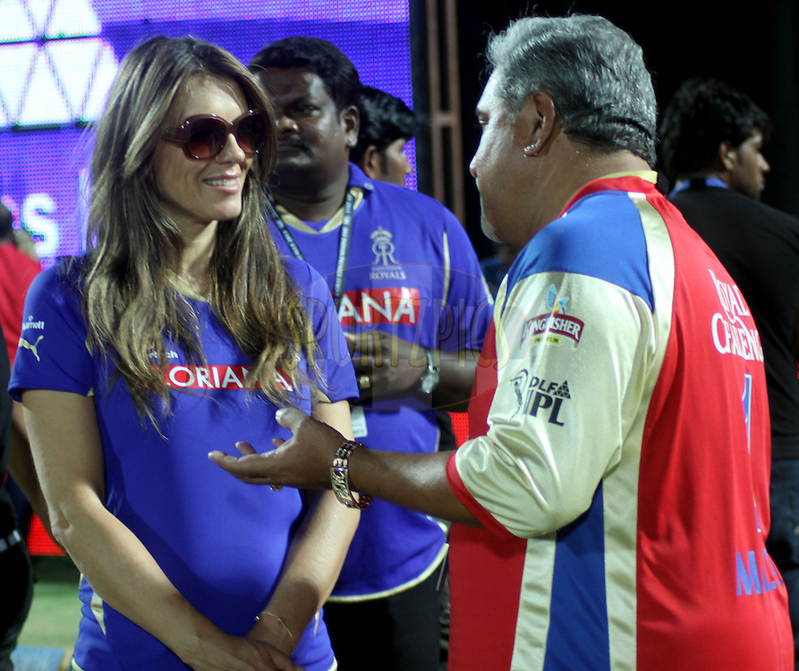 Elizabeth Hurley and owner of Royal Challengers Banglore Vijay Mallya during match 55 of the the Indian Premier League ( IPL ) Season 4 between the Rajasthan Royals and the Royal Challengers Bangalore held at the Sawai Mansingh Stadium, Jaipur, Rajatshan, India on the 11th May 2011..Photo by Sandeep ShettyBCCI/SPORTZPICS.