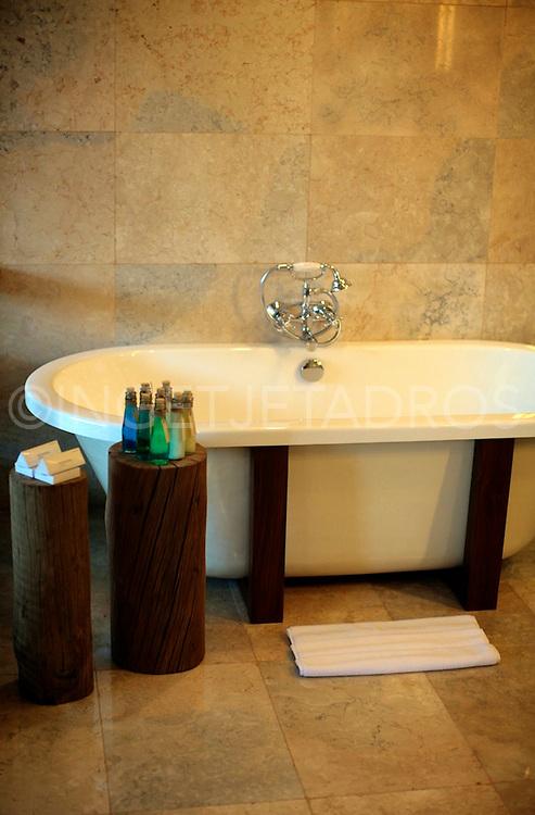 Beautiful bath in Hotel Komaneka , the soul of Bali in the heart of Ubud.<br /> &copy;Ingetje Tadros