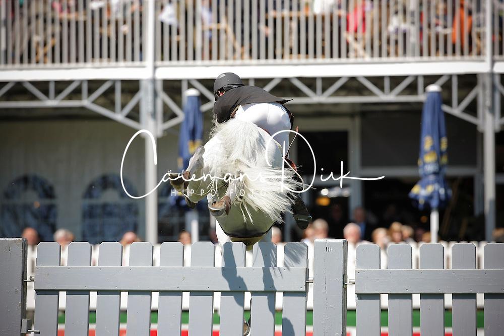 Plate Ulf (GER) - Crazy Fly<br /> Derby of Hamburg 2010<br /> © Dirk Caremans