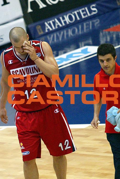 DESCRIZIONE : MILANO CAMPIONATO LEGA A1 2004-2005<br />GIOCATORE : MILIC<br />SQUADRA : SCAVOLINI PESARO<br />EVENTO : CAMPIONATO LEGA A1 2004-2005<br />GARA : ARMANI JEANS MILANO-SCAVOLINI PESARO<br />DATA : 17/04/2005<br />CATEGORIA : Fallo<br />SPORT : Pallacanestro<br />AUTORE : AGENZIA CIAMILLO &amp; CASTORIA/Stefano Ceretti