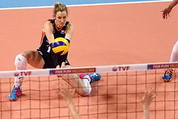 08-01-2016 TUR: European Olympic Qualification Tournament Nederland - Italie, Ankara<br /> De volleybaldames hebben op overtuigende wijze de finale van het olympisch kwalificatietoernooi in Ankara bereikt. Italië werd in de halve finales met 3-0 (25-23, 25-21, 25-19) aan de kant gezet / Debby Stam-Pilon #16