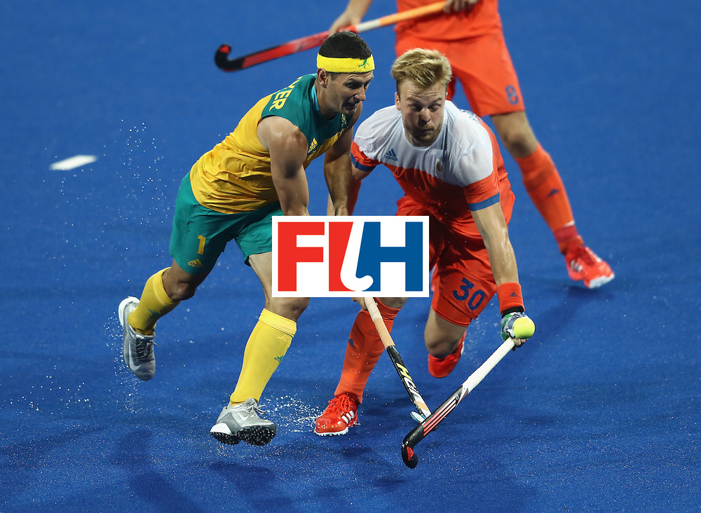 RIO DE JANEIRO, BRAZIL - AUGUST 14:  Jamie Dwyer (L) of Australia is challenged by Mink van der Weerden during the Men's hockey quarter final match between the Netherlands and Australia on Day 9 of the Rio 2016 Olympic Games at the Olympic Hockey Centre on August 14, 2016 in Rio de Janeiro, Brazil.  (Photo by David Rogers/Getty Images)
