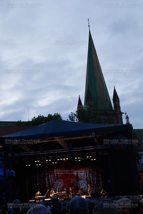 Patti Smith i Borgg&aring;rden, Erkebispeg&aring;rden, mandag 30. juli 2012. Patti Smith i Borgg&aring;rden under Olavsfestdagene 2012.<br /> <br /> Patti Smith playing in Trondheim during the St Olav festival 2012.