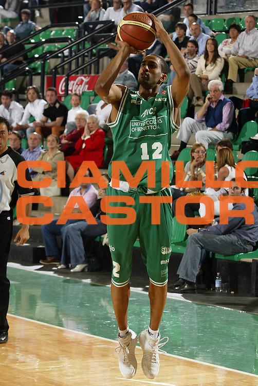 DESCRIZIONE : Treviso Lega A1 2005-06 Benetton Treviso Basket Livorno <br /> GIOCATORE : Nicholas<br /> SQUADRA : Benetton Treviso <br /> EVENTO : Campionato Lega A1 2005-2006 <br /> GARA : Benetton Treviso Basket Livorno <br /> DATA : 07/05/2006 <br /> CATEGORIA : Tiro<br /> SPORT : Pallacanestro <br /> AUTORE : Agenzia Ciamillo-Castoria/E.Pozzo