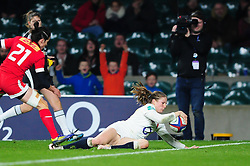 Lydia Thompson of England scores a try in the second half - Mandatory byline: Patrick Khachfe/JMP - 07966 386802 - 26/11/2016 - RUGBY UNION - Twickenham Stadium - London, England - England Women v Canada Women - Old Mutual Wealth Series.