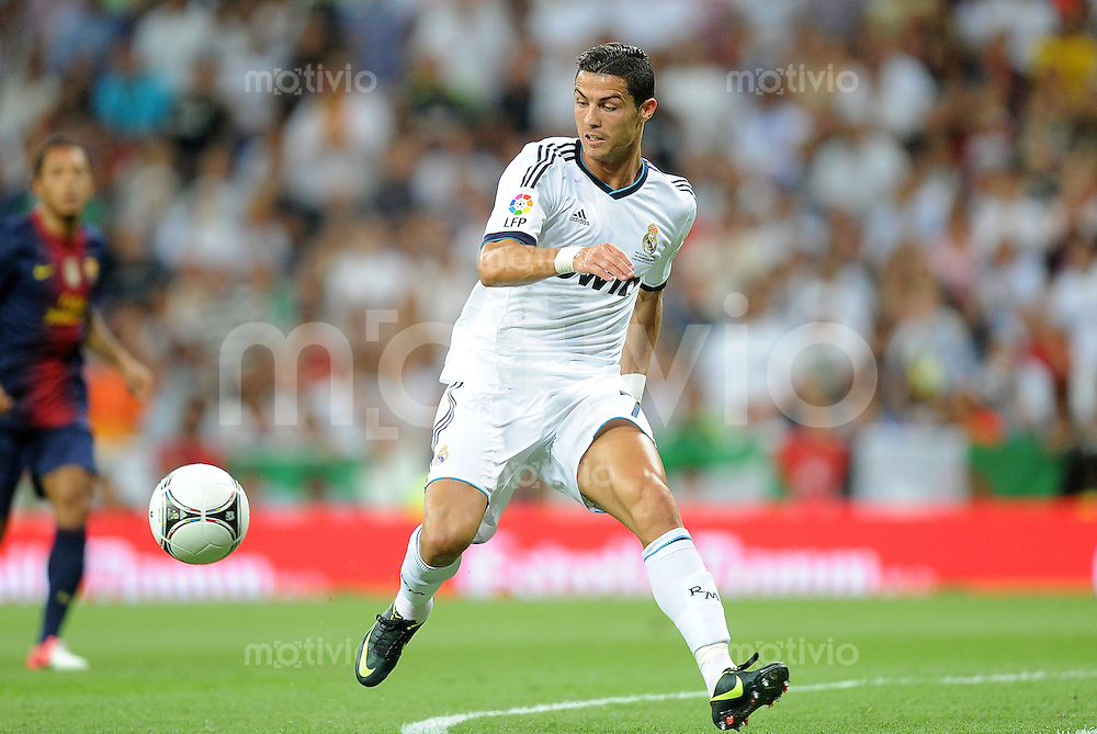 FUSSBALL  INTERNATIONAL  PRIMERA DIVISION  SAISON 2011/2012   29.08.2012 Real Madrid  - FC Barcelona  El Clasico  Super Cup 2012  / Rueckspiel Cristiano Ronaldo (Real Madrid) am Ball