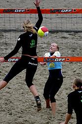 20-08-2006 VOLLEYBAL: NK BEACHVOLLEYBAL: SCHEVENINGEN<br /> Marloes Wesselink<br /> ©2006-WWW.FOTOHOOGENDOORN.NL