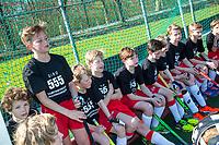 AMSTELVEEN - De jongens van Rood-Wit JD1 en Hurley JD1 hebben vandaag, samen met international Thierry Brinkman, het startschot gegeven van de actie-vijfdaagse voor 'Help Slachtoffers Hongersnood'. GIRO 555.  De Nederlandse sportbonden roepen alle sporters en sportverenigingen in Nederland op om in actie te komen voor de slachtoffers van de hongersnood die momenteel heerst in Jemen, Noordoost-Nigeria, Zuid-Soedan en Somalië. COPYRIGHT KOEN SUYK