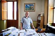 Verbicaro, Italia - 4 giugno 2011. Felice Spingola, sindaco del pease di Verbicaro in Calabria, ritratto nel suo ufficio..Ph. Roberto Salomone Ag. Controluce