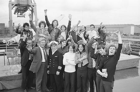 12.08.1972 Football London Minor Team Arrives at Car Park