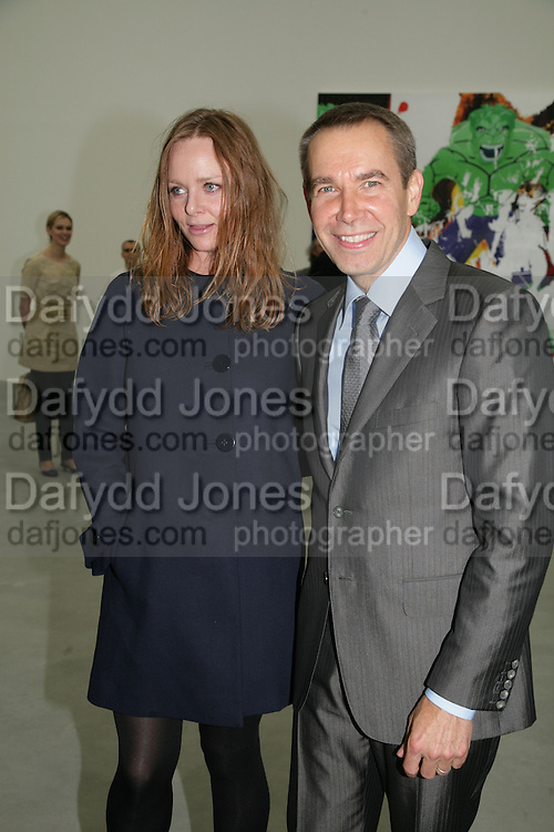 Stella McCartney and Jeff Koons , Jeff Koons: Hulk Elvis. private view. Gagosian Gallery. 18 1une 2007.  -DO NOT ARCHIVE-© Copyright Photograph by Dafydd Jones. 248 Clapham Rd. London SW9 0PZ. Tel 0207 820 0771. www.dafjones.com.