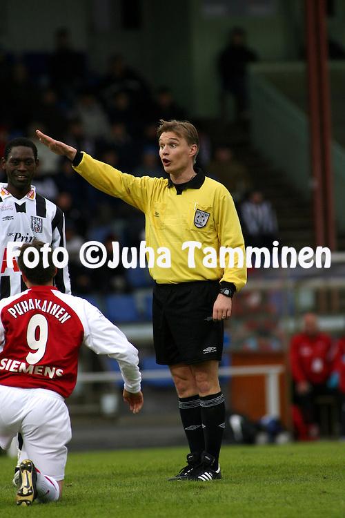 03.05.2007, Hietalahti, Vaasa, Finland..Veikkausliiga 2007 - Finnish League 2007.Vaasan Palloseura - Myllykosken Pallo-47.Erotuomari Vesa Pohjonen.©Juha Tamminen.....ARK:k