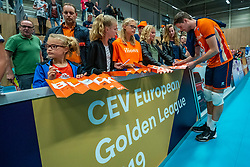 12-06-2019 NED: Golden League Netherlands - Estonia, Hoogeveen<br /> Fifth match poule B - The Netherlands win 3-0 from Estonia in the series of the group stage in the Golden European League / Maarten van Garderen #3 of Netherlands and Dutch fans