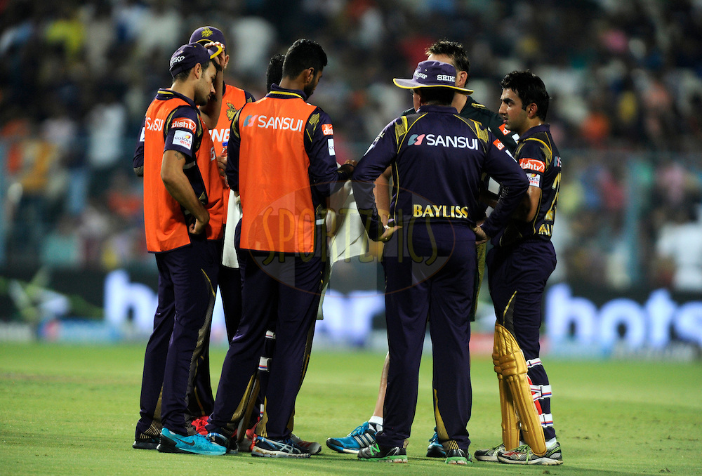 Gautam Gambhir of Kolkata Knight Riders discusses the strategy with his team during the strategic timeout during match 38 of the Pepsi IPL 2015 (Indian Premier League) between The Kolkata Knight Riders and The Sunrisers Hyderabad held at Eden Gardens Stadium in Kolkata, India on the 4th May 2015.<br /> <br /> Photo by:  Pal Pillai / SPORTZPICS / IPL