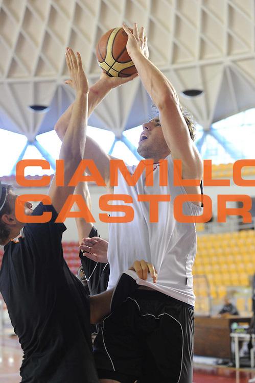 DESCRIZIONE : Roma Lega Basket A 2012-13  Allenamento Virtus Roma<br /> GIOCATORE : Olek Czyk<br /> CATEGORIA : tiro<br /> SQUADRA : Virtus Roma <br /> EVENTO : Campionato Lega A 2012-2013 <br /> GARA :  Allenamento Virtus Roma<br /> DATA : 28/08/2012<br /> SPORT : Pallacanestro  <br /> AUTORE : Agenzia Ciamillo-Castoria/GiulioCiamillo<br /> Galleria : Lega Basket A 2012-2013  <br /> Fotonotizia : Roma Lega Basket A 2012-13  Allenamento Virtus Roma<br /> Predefinita :