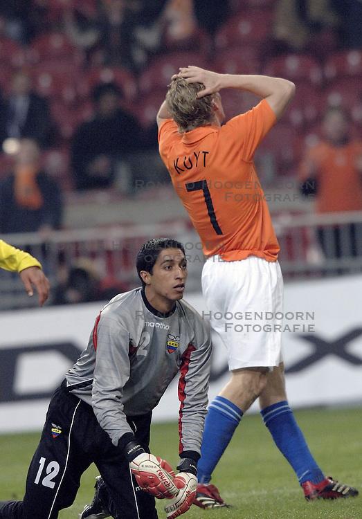 01-03-2006 VOETBAL: OEFENINTERLAND: NEDERLAND-ECUADOR: ARENA AMSTERDAM<br /> Nederland wint zeer moeizaam met 1-0 van Ecuador / Dirk Kuyt<br /> &copy;2006-WWW.FOTOHOOGENDOORN.NL