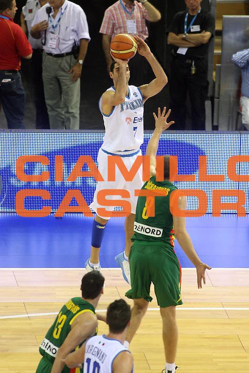 DESCRIZIONE : Madrid Spagna Spain Eurobasket Men 2007 Italia Lituania Itlay Lithuania<br />GIOCATORE : Matteo Soragna<br />SQUADRA : Italia Italy <br />EVENTO : Eurobasket Men 2007 Campionati Europei Uomini 2007 <br />GARA : Italia Lituania Italy Lithuania<br />DATA : 08/09/2007 <br />CATEGORIA : Tiro Sponsor Samsung<br />SPORT : Pallacanestro <br />AUTORE : Ciamillo&amp;Castoria/G.Ciamillo<br />Galleria : Eurobasket Men 2007 <br />Fotonotizia : Madrid Spagna Spain Eurobasket Men 2007 Italia Lituania Italy Lithuania<br />Predefinita :