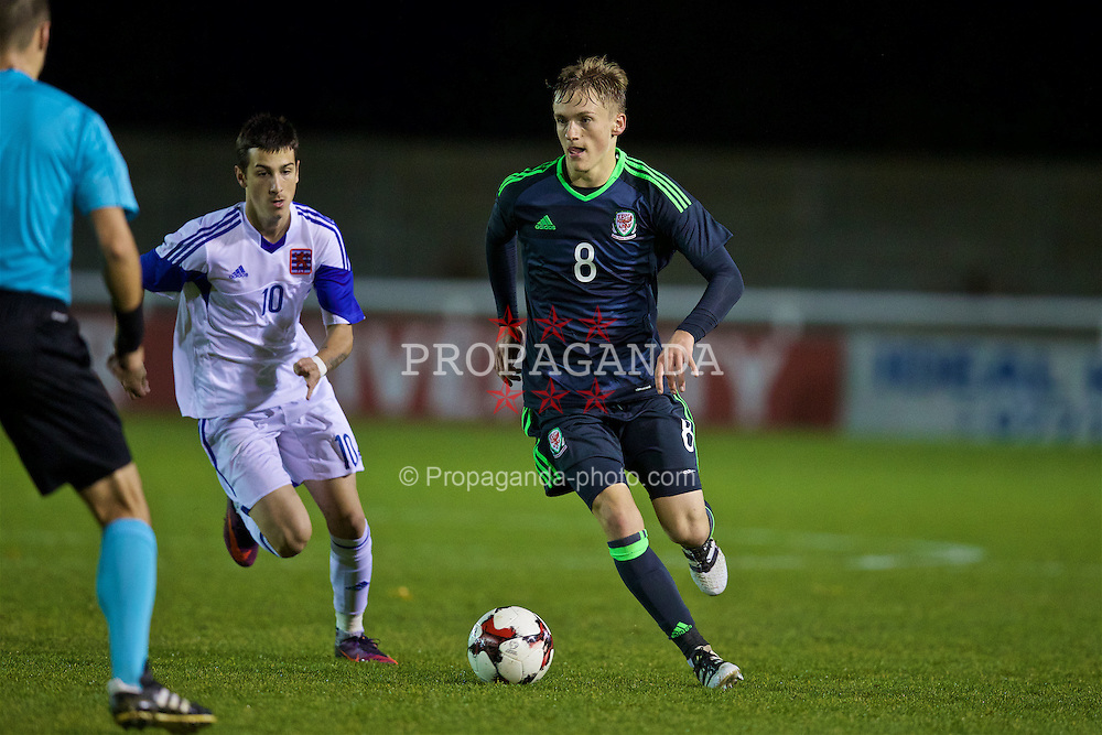 BANGOR, WALES - Tuesday, November 15, 2016: Wales' Matthew Smith in action against Luxembourg during the UEFA European Under-19 Championship Qualifying Round Group 6 match at the Nantporth Stadium. (Pic by David Rawcliffe/Propaganda)
