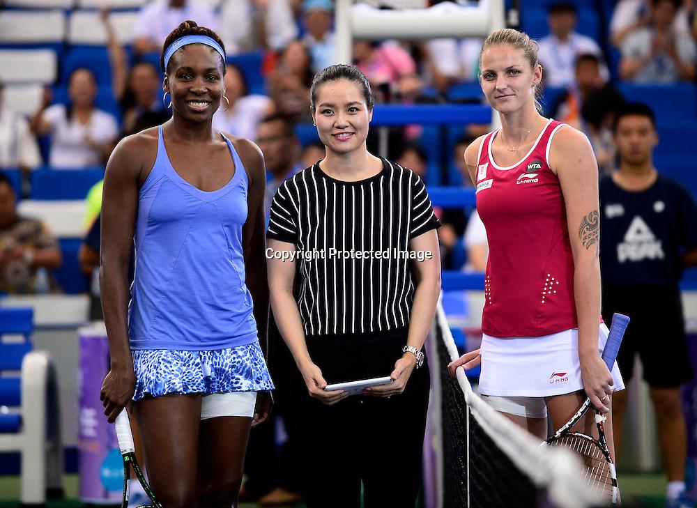 Nov 08, 2015; Zhuhai, CHINA; Venus Williams of USA defeats Karolina Pliskova of Czech Republic during the final of Huajin Securities WTA Elite Trophy Zhuhai at Hengqin Tennis Center. Former WTA player Li Na of China.